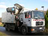 Müllfahrzeug mit Seitenlader